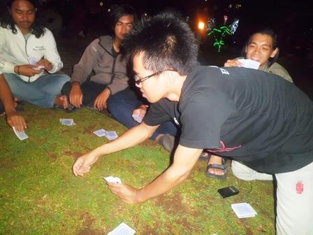 main kartu dulu di Taman Sri Tanjung Banyuwangi